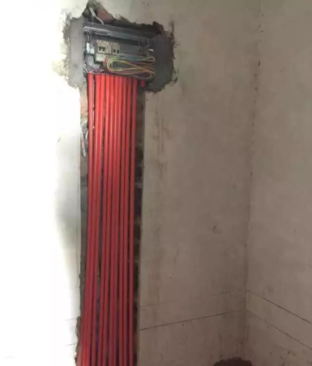 关于电路回路:从使用终端往配电箱方向捋,如果是没有经过过线盒直接