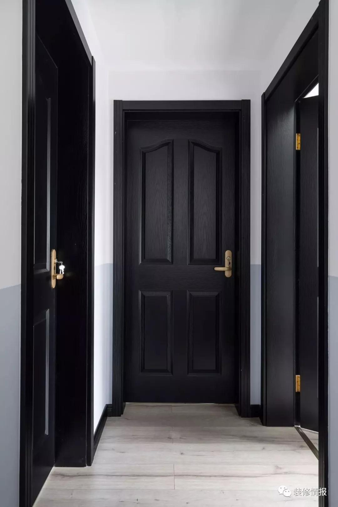 分色的处理与黑色木门带来一丝小小的复古情怀.